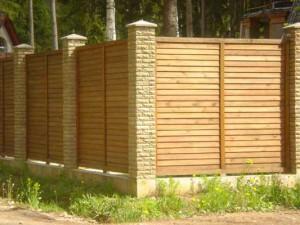 Забор из деревянных панелей