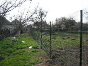 Забор на поле