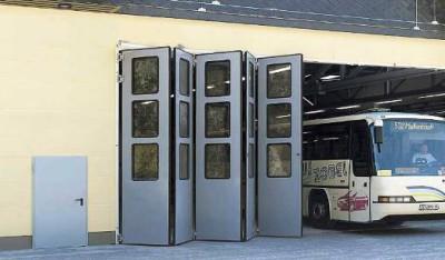 Гармошка в автобусном парке.