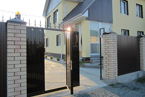 Откатные ворота из профнастила.