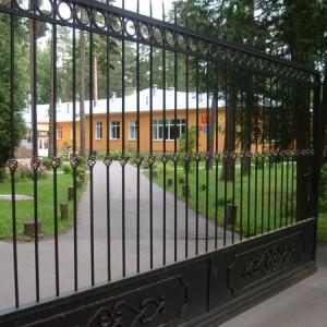 Откатные ворота решетчатые.