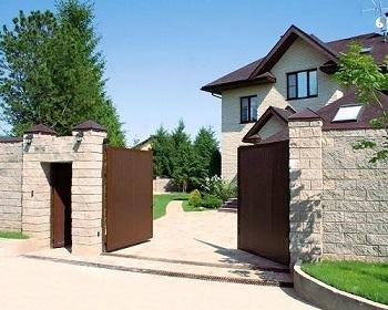 Автоматические ворота очень удобны в использовании.