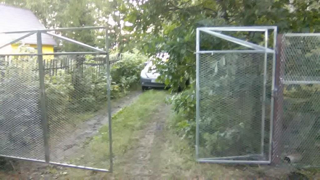 Ворота «гармошка». Длина 4,5 метра. Изготовление и монтаж «под ключ» осуществляет ООО «Омский Завод ЦПВС».