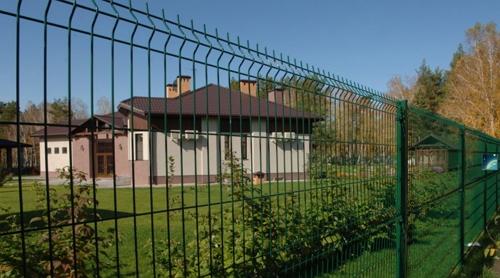 Забор из сетки 3d. Ист. http://панельзабор.рф/production/smart/.